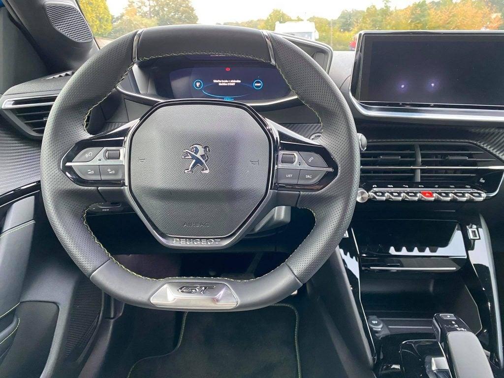 Peugeot e-208 interiér